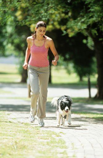 4.hafta: Tempolu yürüyüş  Tempo: Bu bir saatlik yüksek tempolu yürüyüş direnme gücünüzü sınıyor. 5 dakika normal, 50 dakika hızlı, son 5 dakikada ise yavaş tempoda yürüyün, (dakikada 140 adım).  Önemli: Yürüyüşe hızlı başlangıç yapmayın. Ana bölümde temponuzu kaybetmemeye özen gösterin.